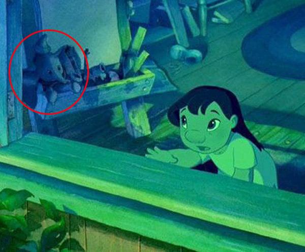 Cameo de dumbo entre los juguetes en la habitación de Lilo en Lilo & Stitch