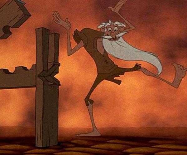 Parecido del viejo hereje de El jorobado de Notre Dame parecido con el viejo Jafar de Aladdin