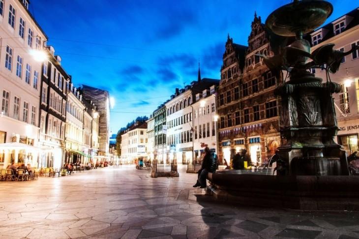 una de las calles principales de Copenhague, Dinamarca