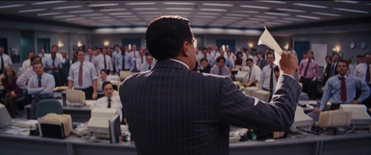 Escena de Leonardo DiCaprioen la película de el lobo the wall street