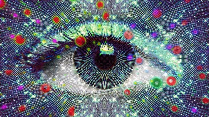 se conoce como fosfenos a las luces de colores que se producen después de apretar o tallarse los ojos