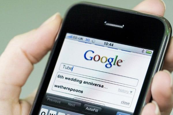 celular con el buscador de google