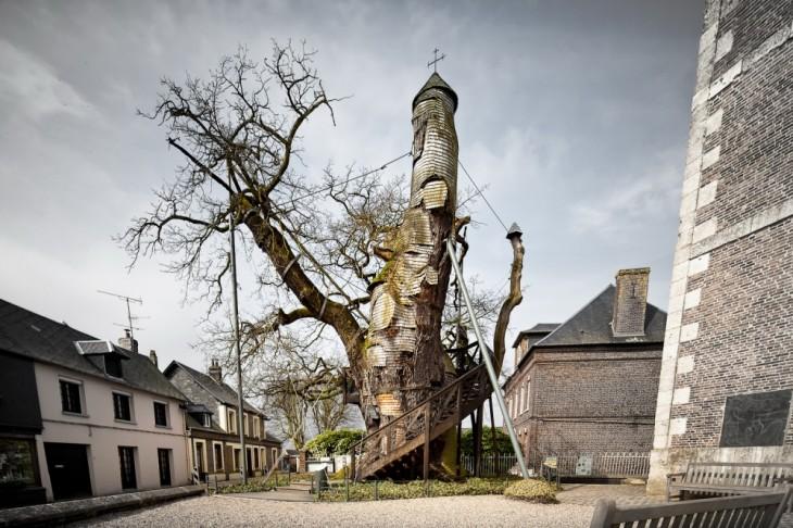 roble en Francia que cuenta con dos capillas en su interior