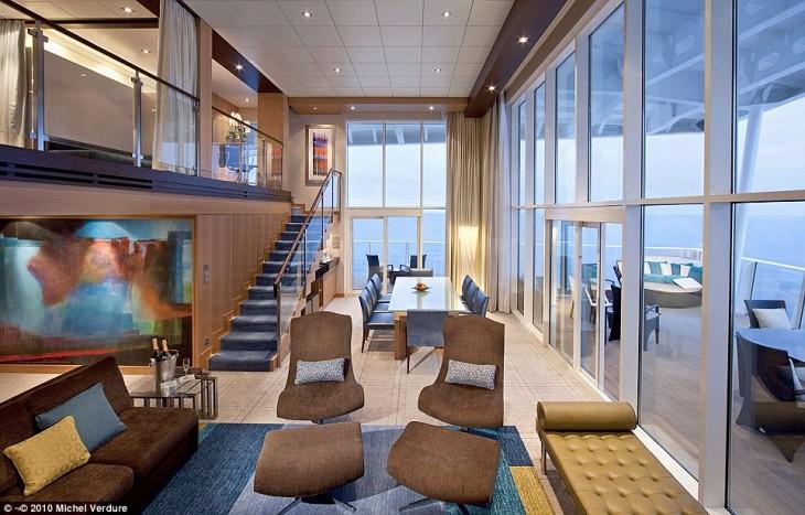interior del Harmony of the Seas el crucero más grande del mundo