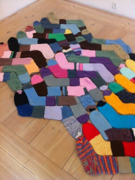 alfombra hecha con calcetines sin par
