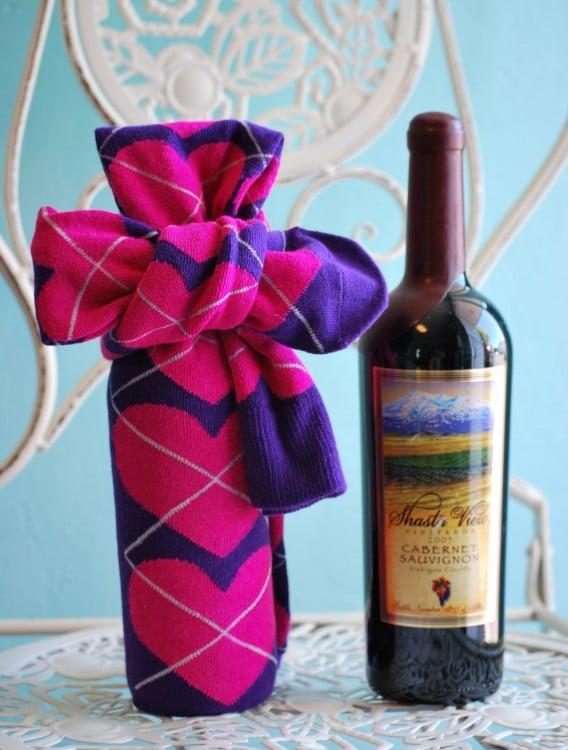 funda para botellas de vino hechas con calcetines sin par