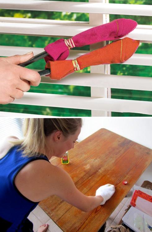 reutilizar un calcetín viejo como trapo limpiador de mesas y ventanas