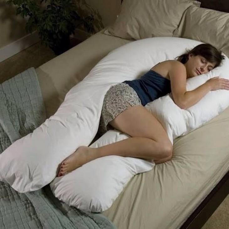 enorme almohada en forma de U para todo el cuerpo