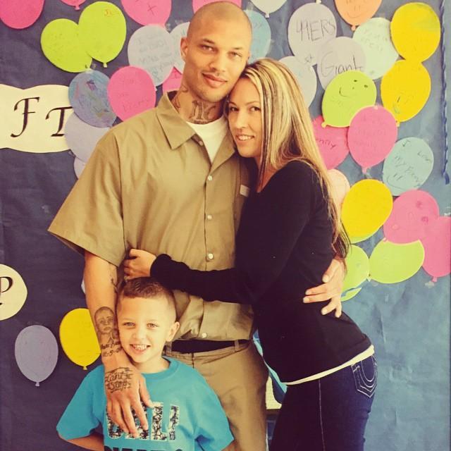Jeremy Meeks, el preso más atractivo del mundo con su esposa y un hijo