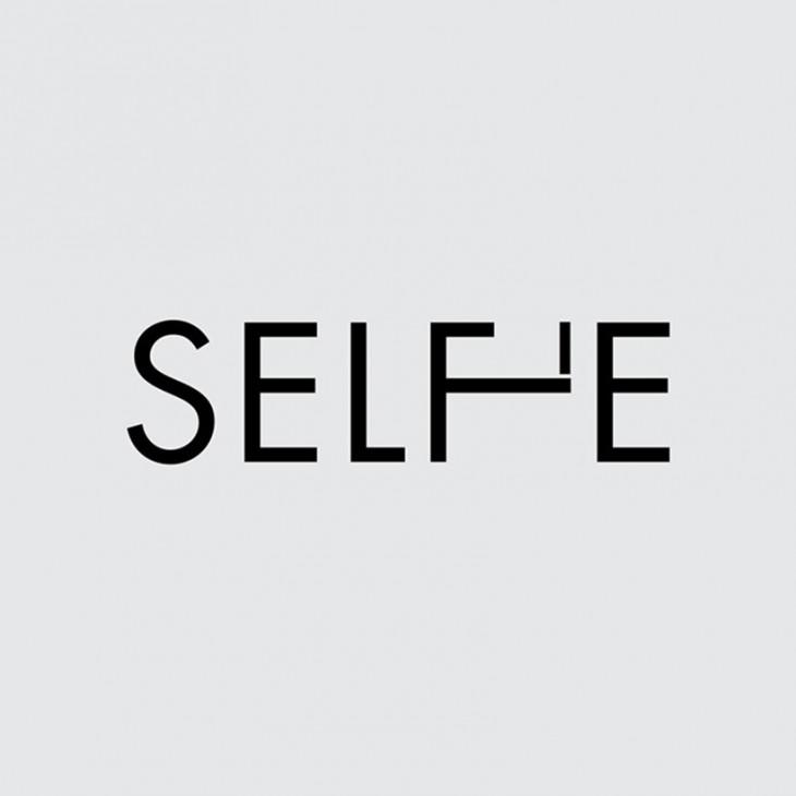 logotipo de la palabra Selfie