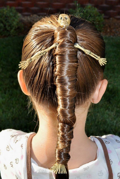 peinado de una niña simulando ser una muerte
