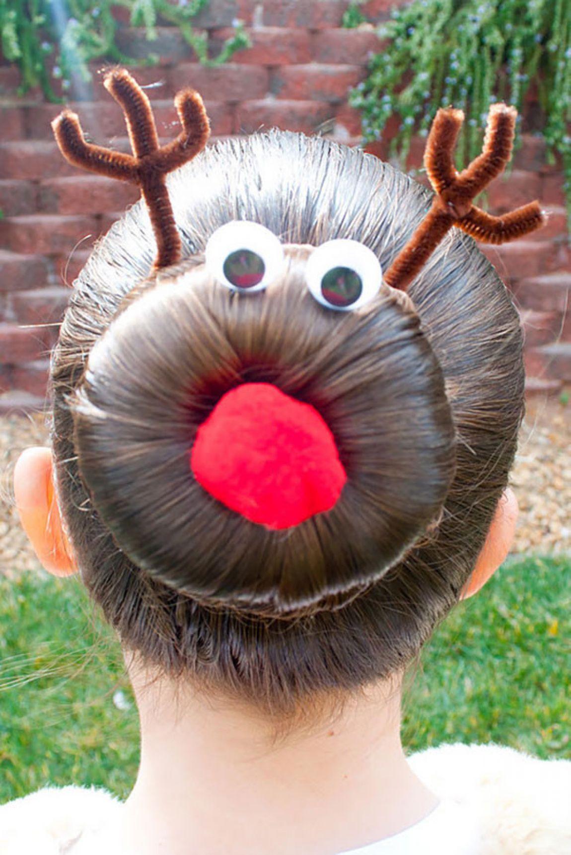 peinado de una niña con el diseño de un reno