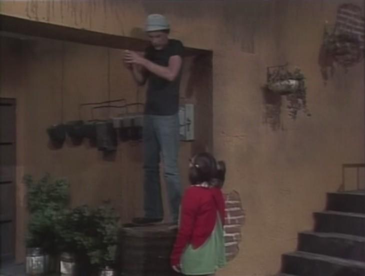 Don Ramón como electricista en la vecindad del chavo