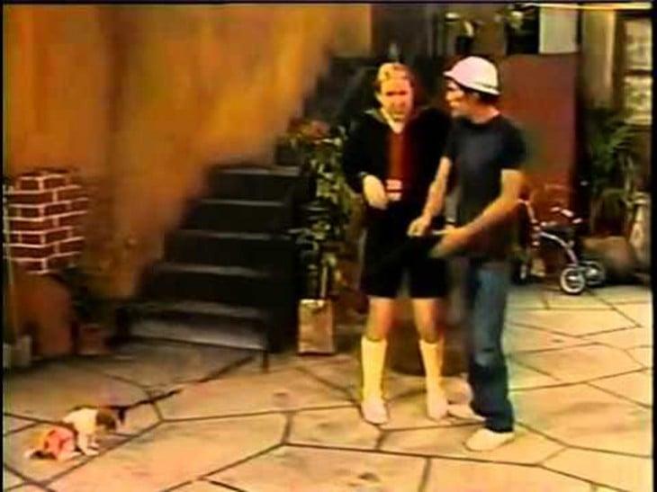 Don Ramón ayuda a quico a encontrar a su perro perdido