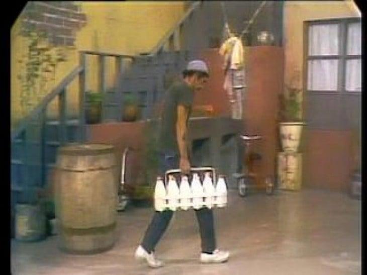 Don Ramón como lechero de la vecindad