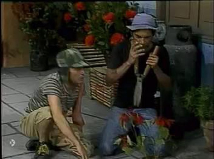 Don Ramón como jardinero en un capítulo del chavo del 8
