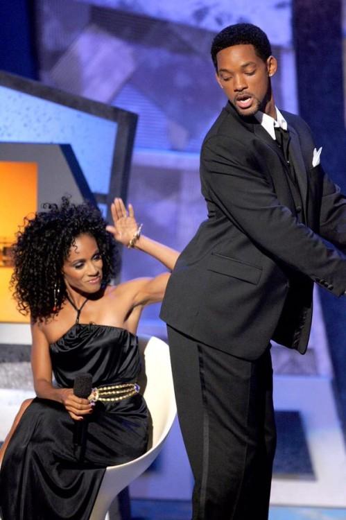 Jada Korent Pinkett a punto de darle una nalgada a Will Smith