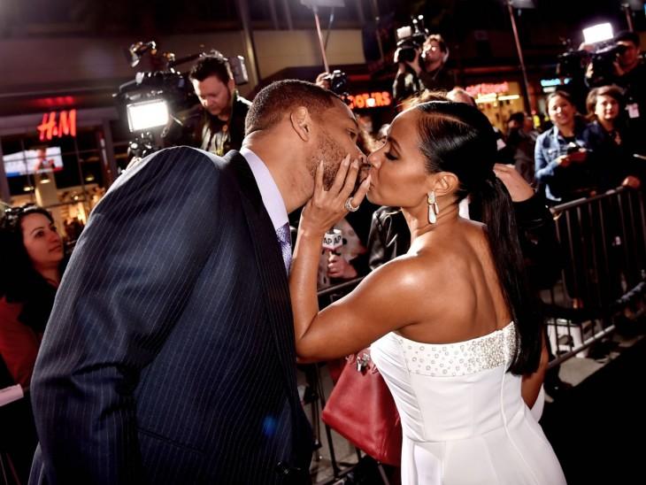 Jada Korent Pinkett y Will Smith dándose un beso