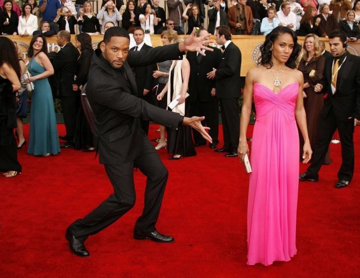 Fotografía de Will Smith presumiendo a su esposa durante una alfombra roja