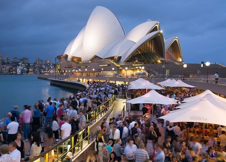 Turistas esperando entrar a Ópera Sydney