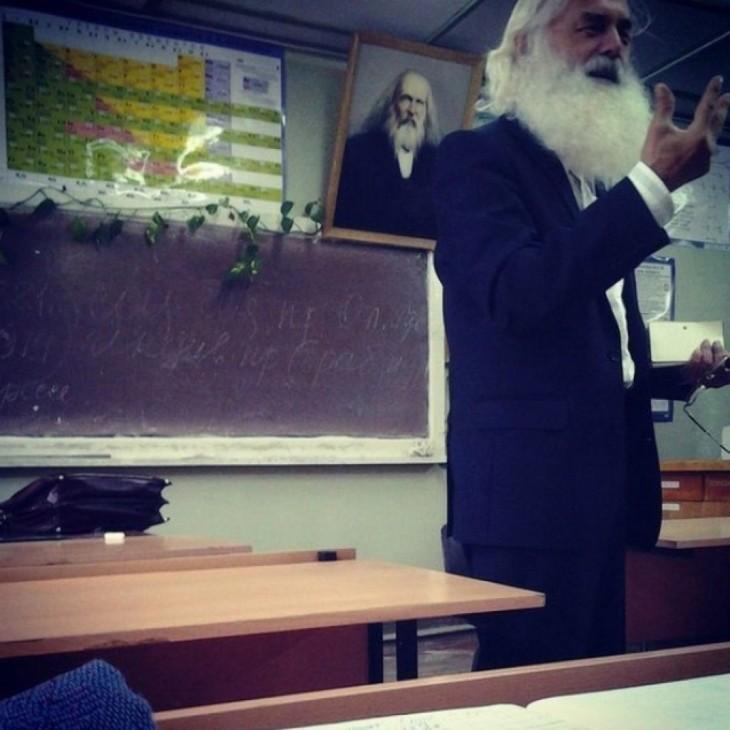 maestro parecido a Dmitri Mendeléyev