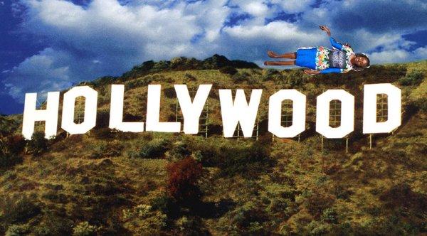 photoshop de la keniana Seve Gat´s sobre el letrero de Hollywood