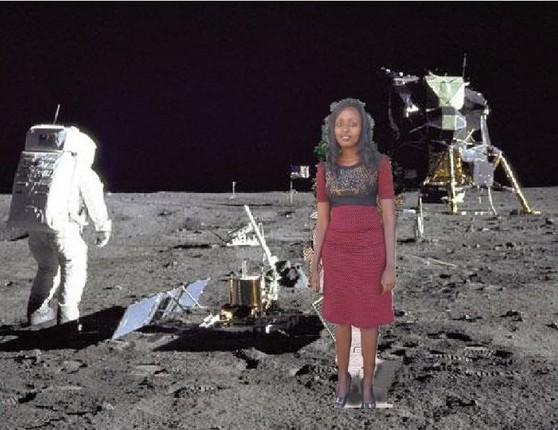 imagen photoshopeada de la keniana Seve Gat´s en el espacio con un astronauta