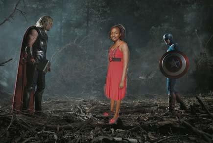 fotografía photoshopeada de la keniana Seve Gat´s en medio de thor y del capitán américa
