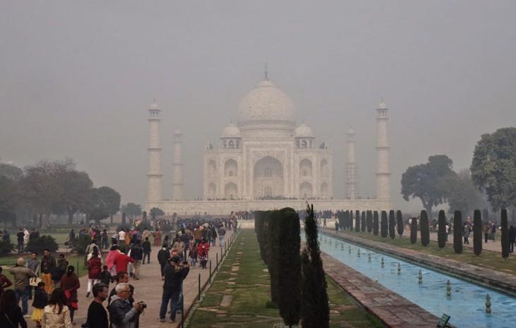 La contaminación no te permite apreciar el Taj Mahal de lejos