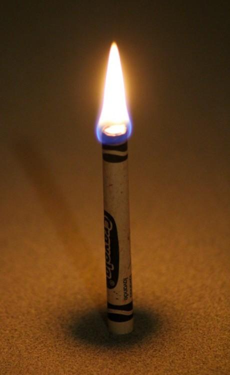 crayola hecha una veladora