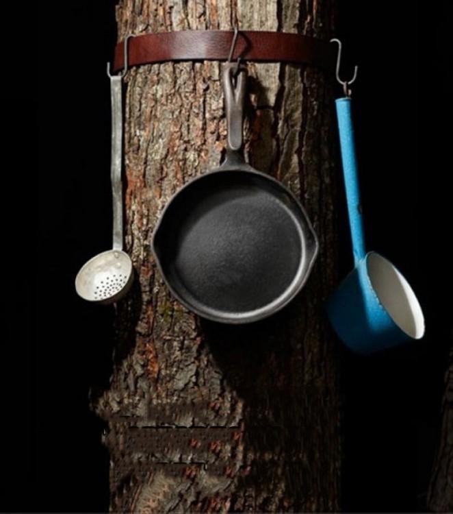cinturón amarrado a un árbol ideal para colgar utensilios de cocina