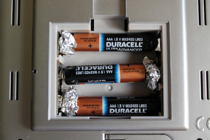 convierte tus baterias AAA en pilas AA con bolas de aluminio