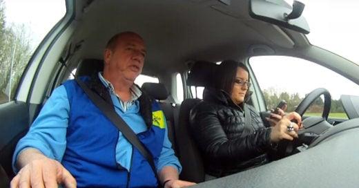piden a conductores que usen su celular en lo que conducen y esto es lo que pasa