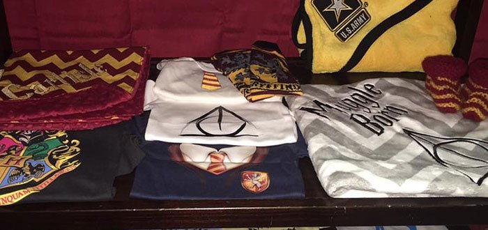 cuarto decorado harry potter, camisetas de muggle