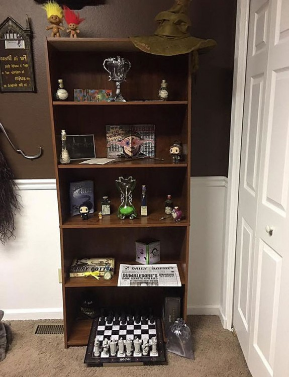 cuarto decorado harry potter, diario el profeta, sombrero seleccionador