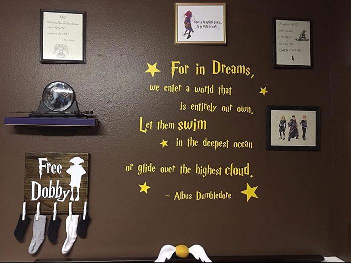 cuarto decorado harry potter, vinil con cita textual de albus dumbledore