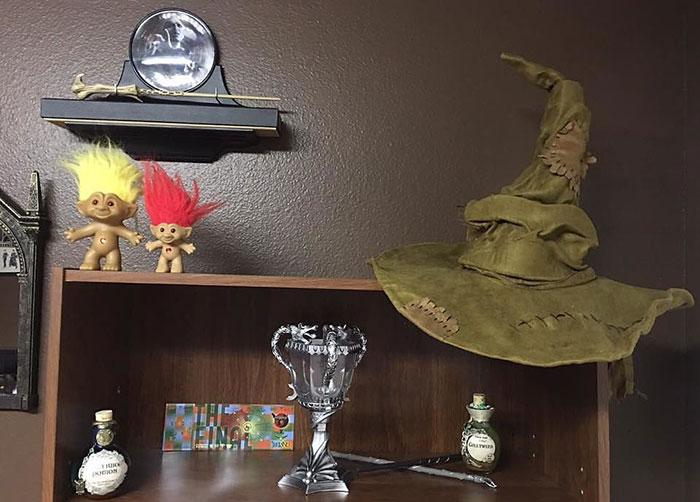 cuarto decorado harry potter pociones y sombrero seleccionador