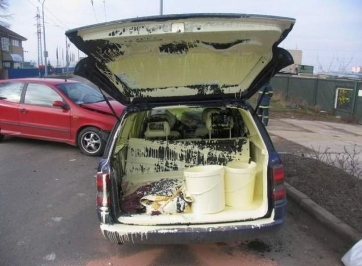 pintura se derrama en el carro