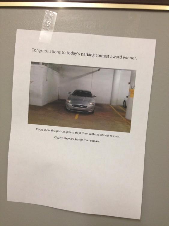 ocupa dos cajones de estacionamiento