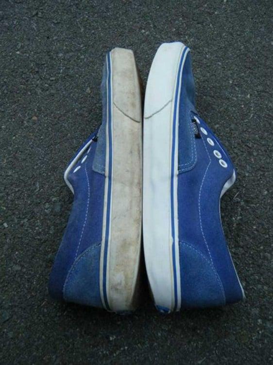Saca brillo a los zapatos viejos