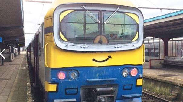 tren con el diseño de un minion
