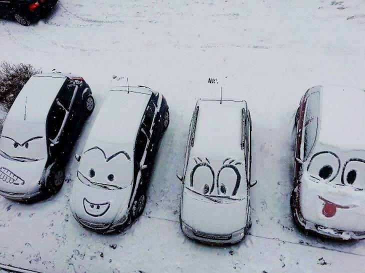 carros estacionados con cara de los carros de cars