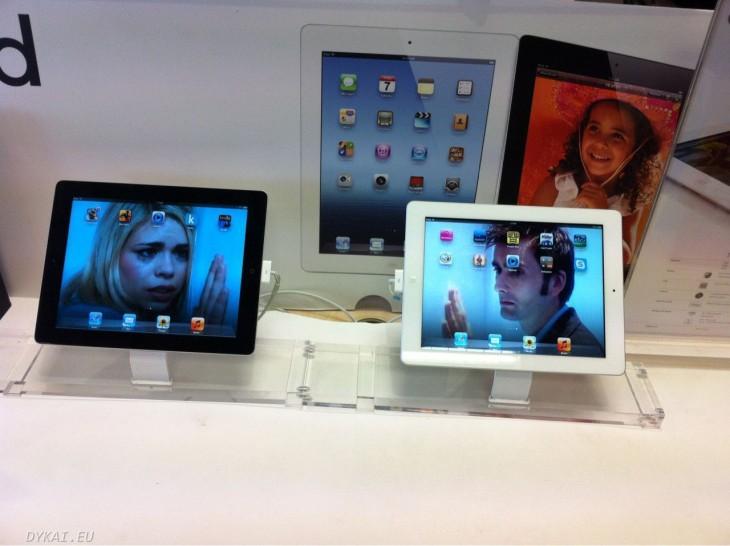 tablets en una tienda de computadoras con las imágenes de personajes del Doctor Who