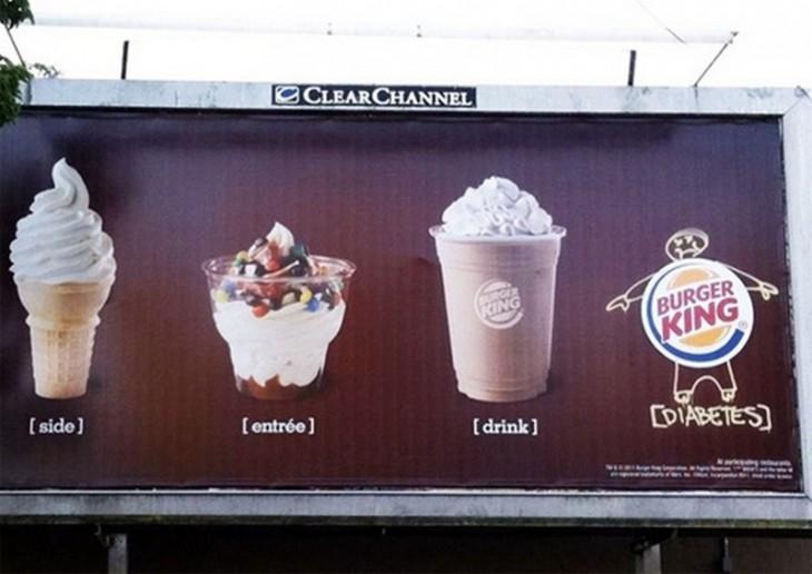 letrero de publicidad de burguer king con un dibujo de diabetes