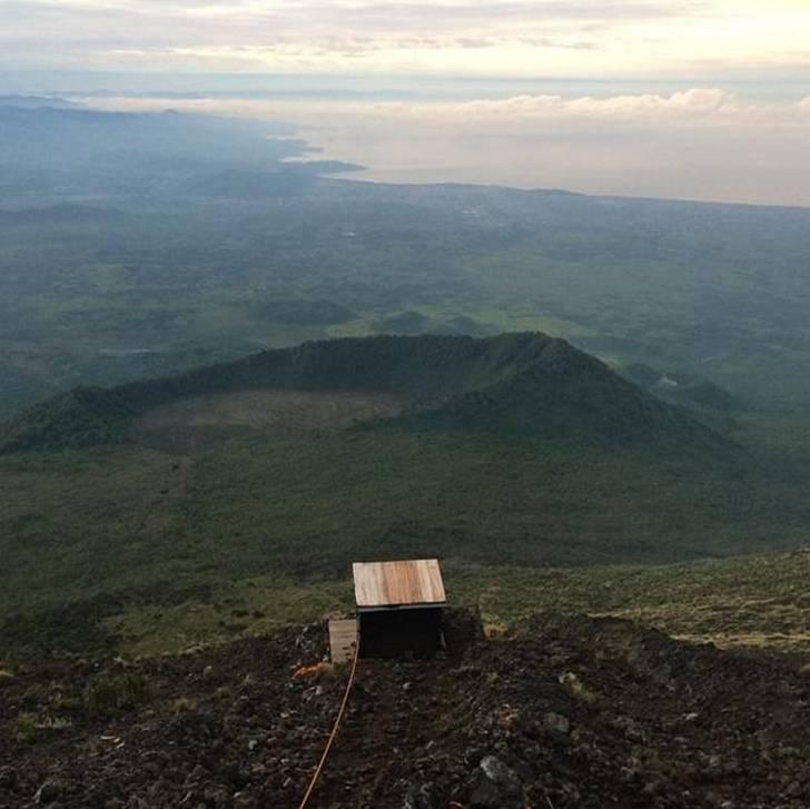 baño con una hermosa vista a la cima del mundo en la República Democrática del Congo