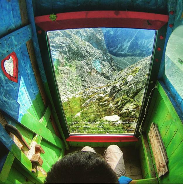 baño en colores verdes frente a una increíbles vista en las montañas de Eslovaquia