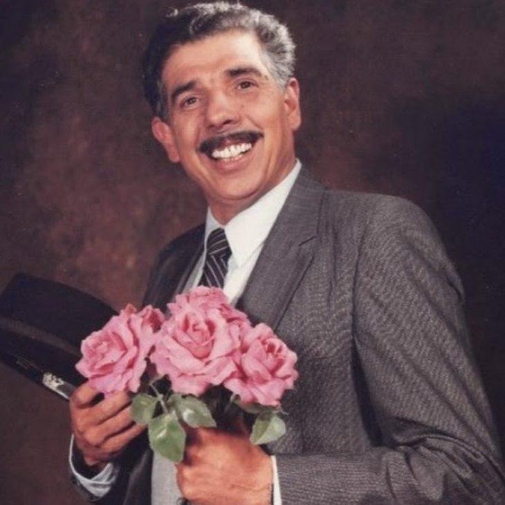 profesor jirafales chavo del 8 con rosas