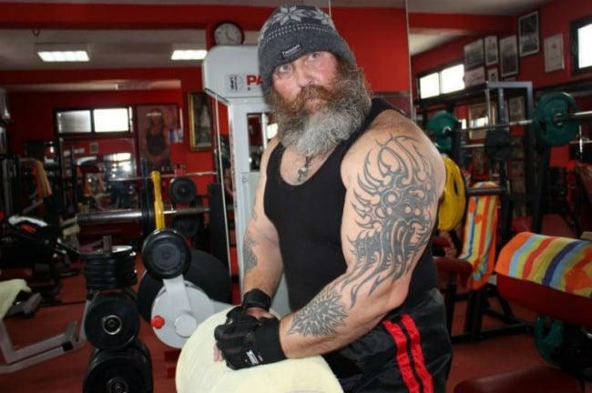 hombre grande y musculoso al qeue cualquiera le temería