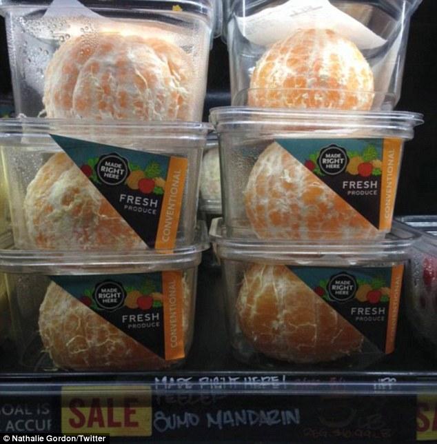 mandarina empaquetada en el plástico