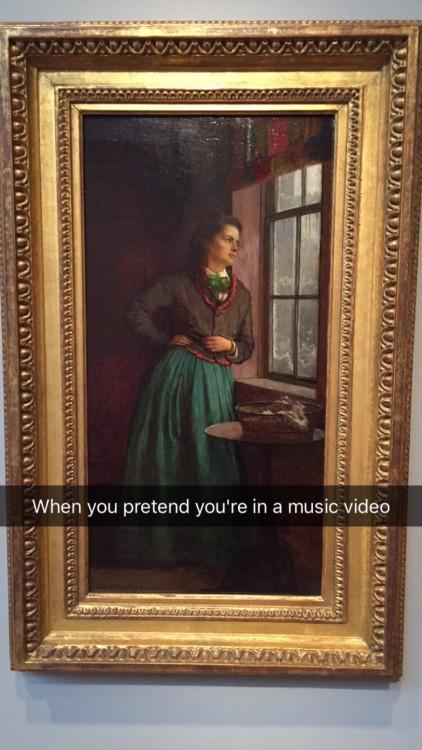 como cuando te sientes en el video musical